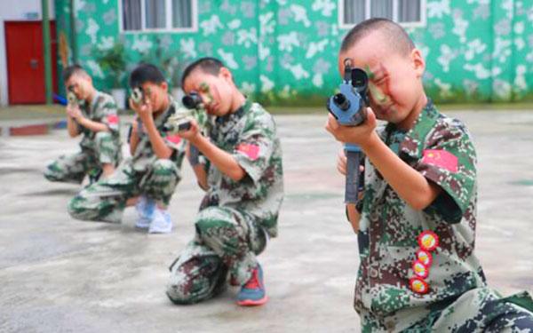 暑假適合青少年參加的成都軍事夏令營有哪些?