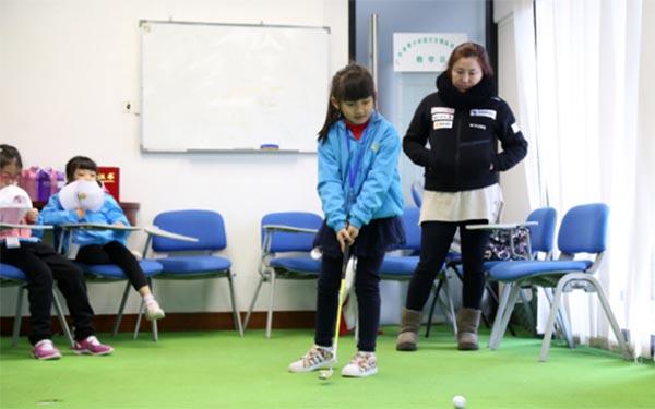 參加高爾夫夏令營的好處以及注意事項!