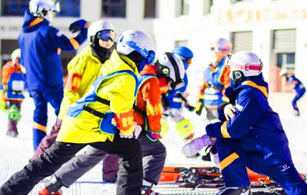 「河北户外」2021/2022张家口崇礼翠云山滑雪冬令营(6天)冰雪只上,释放活力